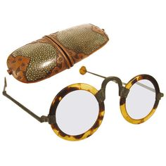 Radio Guy - Antique Chinese Ox Horn Eyeglasses This is a stunning pair of year old and delicate ox horn eyeglasses in the original shagreen and decorative copper case. Glasses Frames, Eye Glasses, Funky Glasses, Four Eyes, Ray Ban Sunglasses, Sports Sunglasses, Sunglasses Outlet, Reading Glasses, Tortoise Shell