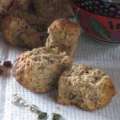 Buttermilk rusks are a national institution in South Africa, even more so Ouma's rusks. South African Recipes, Africa Recipes, Crunchie Recipes, Buttermilk Rusks, Rusk Recipe, Healthy Breakfast Snacks, Delicious Desserts, Dessert Recipes, Biscuit Recipe