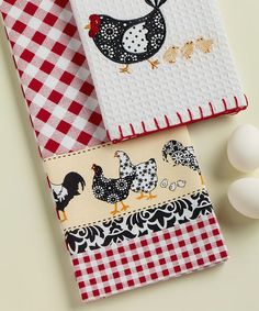 Elegantly country-inspired, these beautiful dish towels are perfect for every kitchen-cleaning need. Made from 100 percent cotton, they can easily be washed in any laundry machine yet stay superbly soft and rustically stylish.Includes two dish towels18'' x 28''100% cottonMachine wash<...