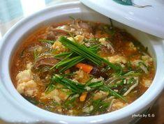 칼칼하고 얼큰한 두부 당면 찌개 Korean Dishes, Korean Food, Tofu Dishes, Side Dishes, Easy Cooking, Cooking Recipes, Tofu Soup, China Food, Food Tags
