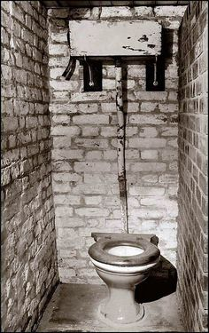The outside toilet. Remember the Izal/Bronco toilet paper, and the newspaper squares hanging on a string? Nostalgia, Old Pictures, Old Photos, Outside Toilet, Outdoor Toilet, Uk History, My Childhood Memories, Memories Jar, School Memories