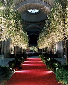 Party Planning 101: How to Get the Look of the Met Gala - Vogue Daily - Fashion and Beauty News and Features