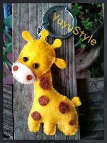 Yuyu Style _ Macramé and more: Felt keychains - Arthur Marlow Felt Diy, Felt Crafts, Felt Keychain, Felt Mobile, Felt Christmas Ornaments, Toy Craft, Felt Fabric, Sewing Toys, Diy Arts And Crafts