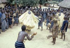 Google Image Result for http://afrikart.files.wordpress.com/2008/11/baoule-ceremony1.jpg