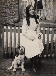 Victorian Edwardian girl with Jack Russell dog outside her stone cottage exterior Vintage Pictures, Old Pictures, Vintage Images, Vintage Children, Me And My Dog, Culture Art, Photos With Dog, Black White, Animals