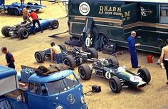 Hulme's Brabham Repco in front of Jack's car, is Guy Ligier's Cooper Maserati N/Class. Le Mans paddock How small, light and neat do those look? Champions in of course with Hulme Vw T1, Volkswagen, Formula 1, Grand Prix, Classic Race Cars, Gilles Villeneuve, Combi Vw, Car Carrier, Race Engines