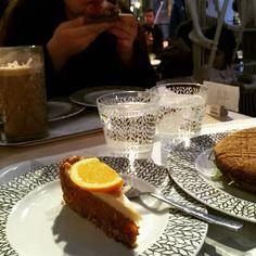 Tänään Venlan kanssa keskustassa  #pauligkulma #raakakakku #porkkanakakku #omnom #instagood #foodporn #healthyfood #photooftheday #healthyeating #vegan #food #foodpicsdaily #picoftheday #tagsagram4tags #insta #instadaily #tyttöjenpäivä