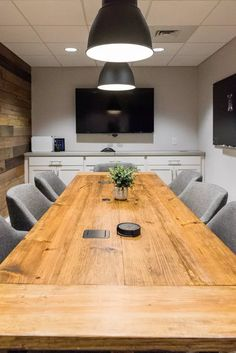 Design of the Life Change Center Offices Conference Room Design, Office Boards, Church Interior Design, Industrial Office Design, Dinning Room Tables, Function Room, Contemporary Office, Office Interiors, Decoration