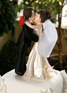 Kissing wedding couple cake topper tutorial this is fantastic! Fondant Toppers, Fondant Cakes, Cupcake Cakes, Cupcakes, Cake Topper Tutorial, Fondant Tutorial, Cake Decorating Techniques, Cake Decorating Tutorials, Wedding Cake Toppers