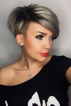 Tendance Coupe & Coiffure Femme Description I really need my bangs to lay like these! Long Pixie Cuts, Short Pixie Haircuts, Short Hairstyles For Women, Short Hair Cuts, Short Hair Styles, Pixie Bob, Hairstyles 2018, Shaved Side Hairstyles, Haircut Short