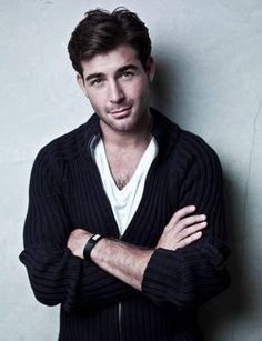 James Wolk plays Jackson Oz on the series ZOO!