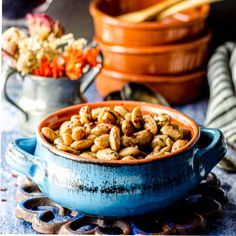 If you ever wondered how to cook cranberry beans and what to make with them, this recipe is perfect for you. It is quick, simple and super flavorful. Vegan Gluten Free, Vegan Vegetarian, Cranberry Beans, Fresh Cranberries, Stuffed Hot Peppers, Meatless Monday, Olive Oil, Garlic, Cooking