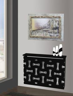 El cubre radiador de metal en color negro.