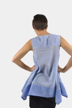 An diesem Shirt ist an der Länge eine Breite Blende angesetzt. Sie lässt dir viele Möglichkeiten der Individualisierung. Zu diesem Schnittmuster gibt es das passende Langarm-Shirt zum drüber anziehen. So bist du perfekt gerüstet, wenn das Wetter umschlägt. Der Lagenlook passt perfekt in deine Capsule Wardrobe. Capsule Wardrobe, Peplum, Shirts, Tops, Women, Fashion, Sewing Patterns, Dressing Up, Moda