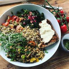 Sunday brunch bowl. Whole Food Recipes, Vegan Recipes, Cooking Recipes, Eating Raw, Clean Eating, My Favorite Food, Favorite Recipes, Sunday Brunch, Whole Foods