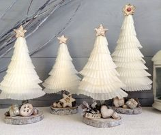 Christmas trees made with cupcakes baking cups and .- Alberelli natalizi realizzati con i pirottini dei cupcakes e materiali naturali,… Christmas trees made with cupcakes and natural materials, shabby, Christmas Trees, Tutorials. Homemade Christmas Decorations, Christmas Tree Crafts, Xmas Decorations, Christmas Projects, Christmas Traditions, Holiday Crafts, Christmas Holidays, Christmas Ornaments, Halloween Christmas