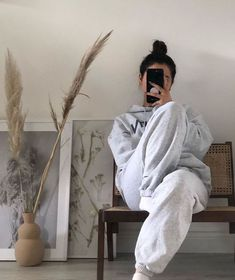 Loungewear When you get dressed nicely and naturally need to take a thousand selfies so you can remind yourself that the mum uniform you wear most… Spell Cases ( Lazy Outfits, Mode Outfits, Cute Casual Outfits, Fashion Outfits, Casual Wear, Comfy Casual, Sport Outfits, Lounge Outfit, Lounge Wear