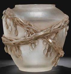 René Lalique (1860-1945), Cire-Perdue Glass Vase.