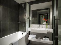 Hyatt Regency Paris Etoile - Deluxe Room bathroom