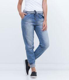 Calça feminina    Modelo jogger    Cós em ribana    Com amarração    Marca: Blue Steel    Tecido: jeans    Composição: 100% algodão    Modelo veste tamanho: P             Medidas da Modelo:     Altura: 1,73    Busto: 78    Cintura: 61    Quadril: 89             COLEÇÃO INVERNO 2016             Veja outras opções de    calças femininas.