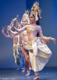 Apsara Dance Traditional Khmer Dancedrama: Bopha Devi