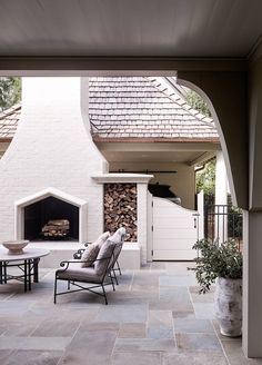 Home Interior Inspiration Garden Cottage Pinterest Inspiration, Rustic Outdoor Decor, Outdoor Wood Tiles, Decoration Ikea, Garden Decorations, Fireplace Garden, Porch Fireplace, Garden Cottage, Back Patio