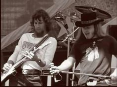 Steve and Ronnie Steve Gaines, Ronnie Van Zant, Lynyrd Skynyrd, Oldies But Goodies, Rock Legends, Music Photo, Great Memories, Great Bands, Rock N Roll