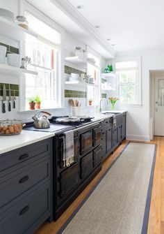 Ideas for the kitchen design red accent kitchen decor,home interior kitchen kitchen cabinets wholesale,kitchen layouts with island small kitchen cabinet layout. Kitchen Sale, Cute Kitchen, Country Kitchen, New Kitchen, Cool Kitchens, Kitchen Decor, Cheap Kitchen, Modern Kitchens, Kitchen Ideas