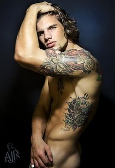 tattoos and an amazing body. oh hell the face aint bad either. very nice (just call me perv) Love Tattoos, Sexy Tattoos, Tattoo You, Tattoos For Guys, Tattooed Guys, Tattoo Time, Wicked Tattoos, Amazing Tattoos, Male Fitness Models