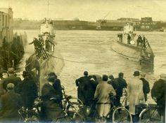 Op marktplaats: Zeer oude foto 2x onderzeeer O13 +14 militair boot Amsterdam Dutch East Indies, Submarines, Marilyn Monroe, Ww2, Tanks, Holland, Amsterdam, Ships, Army