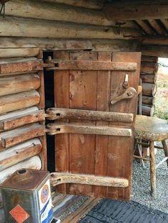 Log houses wood ideas- Blockhäuser holz Ideen Log houses wood ideas - in 2020 Wooden Hinges, Wooden Doors, Internal Double Doors, Double Doors Interior, Interior Door, Small Log Cabin, Into The Woods, Rustic Doors, Log Furniture