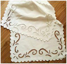 #beyaziş #sehpaörtüsü #delikişi #makinanakışı #handmade #stitch #knitting #crochet#vintage#nostalji #lace#instalike #instagram #instapic…