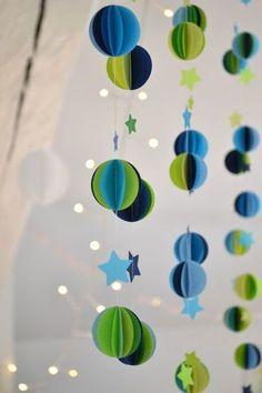 こちらは、縦に吊るすタイプ。 いくつものまるがかわいいですよね。 あいだの星と、まるで宇宙みたい。