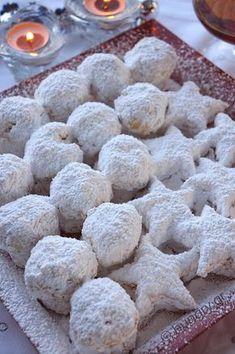 Kitchen Stories: Kourabiedes of New Karvali Greek Sweets, Greek Desserts, Greek Recipes, Desert Recipes, Christmas Recipes For Kids, Christmas Dishes, Christmas Cooking, Cookbook Recipes, Sweets Recipes