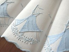 BRIGHT SAILS Vtg MARGHAB Madeira Hand Embroidery Linen 12 Cocktail Napkins Boats #Marghab