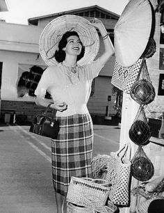 Ava Gardner tries on hats at a stall in the Los Angeles Farmers Market, Located on St. and Fairfax Ave. near CBS Television City and in business since the Farmers Market continues to be a shopping mecca for both celebrities and tourists alike. Old Hollywood Stars, Golden Age Of Hollywood, Classic Hollywood, Vintage Glamour, Vintage Love, The Golden Years, Will And Grace, Most Beautiful Animals, Ava Gardner