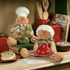 Sweet decorations for the holiday season! Dress up your kitchen for Christmas with this gingerbread man and woman. Couple Christmas, Christmas Sewing, Christmas Kitchen, Felt Christmas, All Things Christmas, Christmas Crafts, Christmas Ornaments, Xmas, Gingerbread Christmas Decor