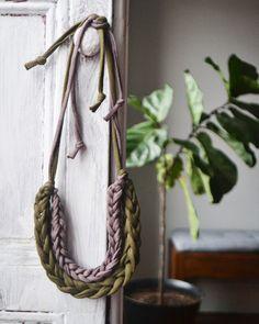 DIY: finger-knit necklace