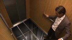 LG Pranks Elevator Riders, Makes It Seem They're About To Die Using Newest Screen Technology (VIDEO)