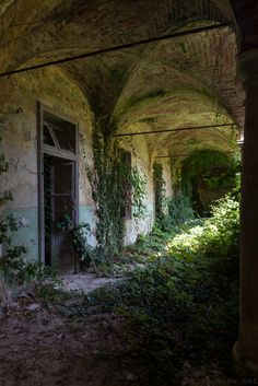 Derelict Metropolis (by brokenview) - every place has a story and I want to know this one Abandoned Buildings, Abandoned Mansions, Old Buildings, Abandoned Places, Photo Post Mortem, Urban Decay, Mysterious Places, Fantasy Landscape, Mother Nature