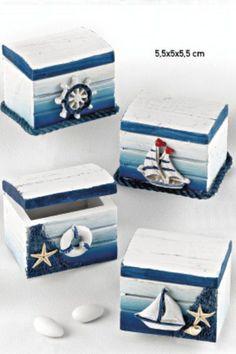 www.mpomponieres.gr Μπομπονιέρα βάπ... - #sommerdeko #wwwmpomponieresgr #βάπ #Μπομπονιέρα Decoupage Box, Decoupage Vintage, Seashell Art, Seashell Crafts, Seaside Decor, Coastal Decor, Altered Cigar Boxes, Pallet Boxes, Sea Crafts