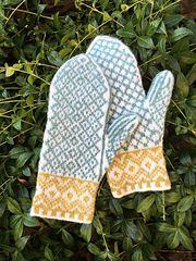 Ravelry: Martjärn pattern by Erika Guselius Mittens Pattern, Knit Mittens, Knitted Gloves, Knitted Bags, Knitting Socks, Hand Knitting, Neon Accessories, Knitting Accessories, Knitting Charts