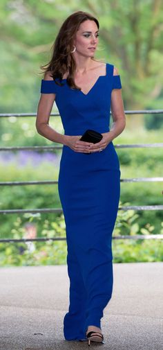 The Duchess of Cambridge, Kate Middleton, is one stylish royal. Here, her style file AKA her best fashion moments to date. Moda Kate Middleton, Style Kate Middleton, Princesse Kate Middleton, Kate Middleton Photos, Royal Blue Gown, Bleu Royal, Princess Kate, Duchesse Kate, Herzogin Von Cambridge