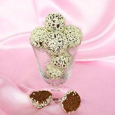 Powerbollar med nötter, mandel & fikon är en nyttigare variant av chokladbollar.