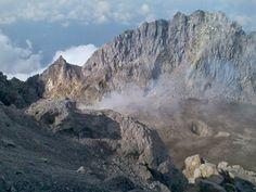 Kawah di Puncak Gunung Merapi