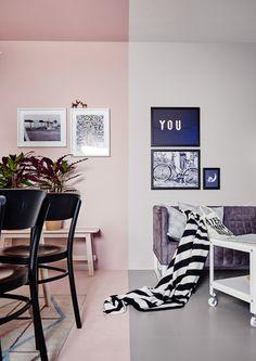 Photo d'une pièce peinte dans deux couleurs différentes