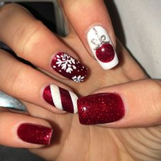 Fun designs for manicures - beauty- Winter nails Christmas nails. Fun designs for manicures Cute Christmas Nails, Xmas Nails, Christmas Nail Art Designs, Holiday Nails, Christmas Glitter, Christmas Art, Winter Christmas, Christmas Candy, Christmas Colors