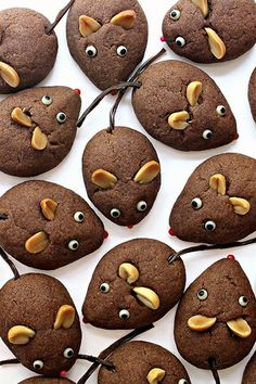 Chocolate Cookie Mice - The Monday Box - Lebensmittel New Years Cookies, Cookies For Kids, Cute Cookies, Summer Cookies, Chinese New Year Cookies, Chinese New Year Food, Mouse Recipes, Cookie Recipes, Dessert Recipes