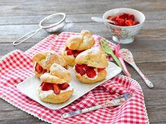 Windbeutel mit Erdbeeren und Sahne   Rezepte von Simply Yummy Simply Yummy, Mexican, Ethnic Recipes, Food, Strawberries And Cream, Pies, Castle Diaper Cakes, Strawberry Cakes, Popular Recipes
