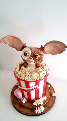 Gizmo Cake- this is awesome! I couldn't actually eat gizmo ☺️, pass the popcorn 🍿. Crazy Cakes, Fancy Cakes, Cute Cakes, Fondant Cakes, Cupcake Cakes, 3d Cakes, Cake Fondant, Fondant Figures, Beautiful Cakes
